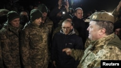 Ukrainian President Petro Poroshenko (R) speaks with recently exchanged prisoners of war (POWs) from the Ukrainian armed forces during a meeting in Donetsk region, Ukraine December 27, 2017. (Mikhail Palinchak/Ukrainian Presidential Press Service/Handout)