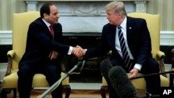 El mandatario estadounidense se reunió en la Casa Blanca con su homólogo africano y prometió más cooperación militar entre los dos países contra el terrorismo.