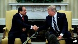 Presiden AS Donald Trump saat menerima Presiden Abdel Fattah el-Sissi di Gedung Putih (3/4).