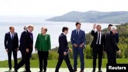 Viongozi wa mkutano wa G7 akiwemo Rais wa Baraza la Ulaya Donald Tusk, Waziri mkuu wa Uingereza Theresa May, Chansela Angela Merkel, Waziri Mkuu wa Canada Justin Trudeau, Rais wa Marekani Donald Trump, Rais wa Ufaransa Emmanuel Macron,...
