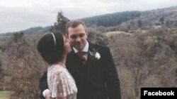«متیو هجز» ۳۳ ساله و همسرش - عکس: فیسبوک