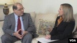 El embajador de Venezuela en Washington, Bernardo Álvarez, conversa con voanoticias.com.