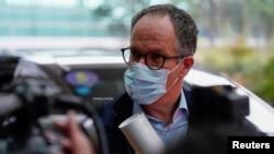 世衛組織丹麥籍新冠病毒武漢溯源專家組組長彼得·本·恩巴雷克(Peter Ben Embarek)在武漢機場。(2021年2月10日)