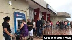 Mazauna Puerto Rico suka yi layi a ATM don fidda kudi