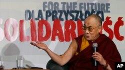 Le chef spirituel tibétain, le Dalaï Lama, au cours d'une conférence de presse à Gdansk, en Pologne, 5 décembre 2008.
