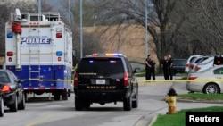 2014年4月13日警方在堪薩斯城猶太社區中心奧弗蘭德公園槍擊現場