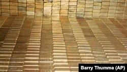 Los inversionistas están buscando refugio en el oro en medio de temores a los estragos que pueda causar a la economía global el brote del coronavirus fuera de China.