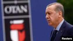 លោក Tayyip Erdogan ប្រធានាធិបតីរបស់តួកគីចូលរួមក្នុងកិច្ចប្រជុំរបស់អង្គការណាតូ នៅក្នុងក្រុងវ៉ាសូរី ប្រទេសប៉ូឡូញ កាលពីថ្ងៃទី៩ ខែកក្កដា ឆ្នាំ២០១៦។