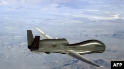 រូបឯកសារ៖ យន្តហោះស៊ើបការណ៍គ្មានមនុស្សបើក RQ-4 Global Hawk របស់អាមេរិក។ យន្តហោះនេះត្រូវបានបាញ់ដោយអ៊ីរ៉ង់នៅច្រសមុទ្រ Hormuz ចម្ងាយ៣៤គីឡូម៉ែត្រពីប្រទេសអ៊ីរ៉ង់ កាលពីថ្ងៃទី២០ មិថុនា ២០១៩។