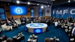 ကမၻာ့ဘဏ္နဲ႔ IMF စည္းေ၀းပြဲတခုအား ေတြ႔ရစဥ္။