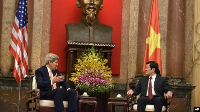 Ngoại trưởng Mỹ John Kerry gặp Chủ tịch nước Trương Tấn Sang tại Hà Nội hôm 7/8/2015.