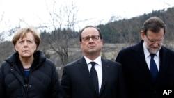 La canciller alemana Angela Merkel, el presidente francés François Hoolande, y el primer ministro españos Mariano Rajoy presentan sus respetos tras el accidente aéreo en los Alpes franceses.