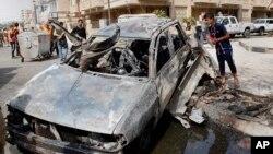 Jedan od uništenih automobila u današnjim eksplozijama u Bagdadu