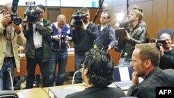 Ông Rami Makanesi, trái, tại tòa án ở Frankfurt, Đức, 5/5/2011