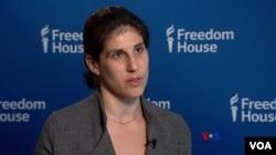 """""""自由之家""""2016年全球媒體自由度報告項目主任莎拉.瑞普契在接受美國之音採訪."""