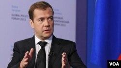 Presiden Rusia, Dmitry Medvedev mengisyaratkan untuk mendukung resolusi PBB atas Suriah (9/8).