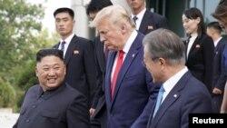 حالیہ میزائل تجربات کے بعد امریکہ اور شمالی کوریا کے درمیان جوہری تجربات کی روک تھام کے لیے دوبارہ شروع ہونے والے مذاکرات شکوک و شبہات کی زد میں آگئے ہیں۔ (فائل فوٹو)