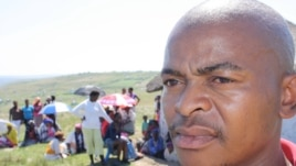The manager of the test center at Bulungula, Sityhilelo Mandlingana, surveys the queues of people waiting to be tested for HIV (D. Taylor/VOA)