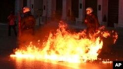 La protesta está enmarcada en la huelga general de 72 horas convocada por los principales sindicatos del país.