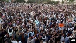 هزاران نفر از سرتاسر مناطق پشتون نشین پاکستان در این گردهمایی شرکت کرده بود