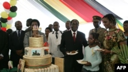Zimbabwe President Robert Mugabe (4th R) and Grace Mugabe (2nd R) on Mugabe's 89th birthday, February 20, 2013.