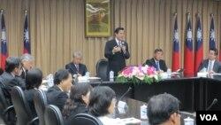 台湾总统马英九视导陆委会重申九二共识(美国之音张永泰拍摄)