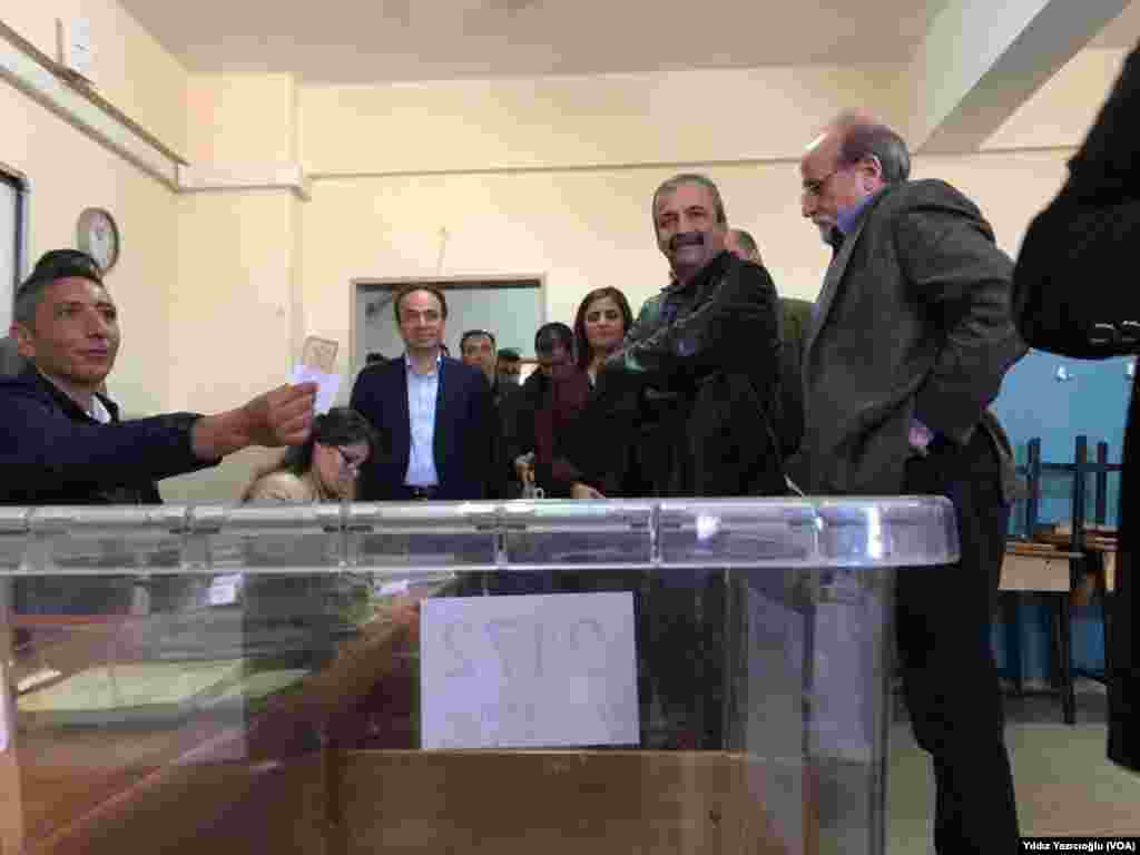 Members of opposition HDP cast their ballots in Ankara