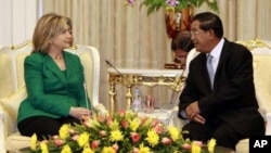 US Secretary of State Hillary Clinton meets with Cambodian Prime Minister Hun Sen, earlier this week.