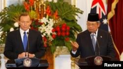 Presiden Susilo Bambang Yudhoyono dan Perdana Menteri Australia Tony Abbott dalam sebuah juma pers di Jakarta, September 2013. (Reuters/Beawiharta)