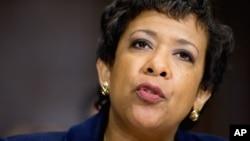 La fiscal general de EE.UU., Loretta Lynch, dice que respetará decisión de fiscales y el FBI sobre investigación de emails de Hillary Clinton.