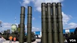 去年莫斯科武器出口展覽上的S-300防空導彈系統(美國之音 白樺拍攝)
