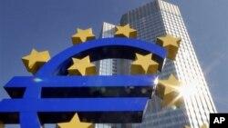 Avrupa Birliği liderleri ortak para biriminin zor bir süreçten geçtiği ortamda yedi yıllık bütçe üzerinde anlaşmaya çalışacaklar.