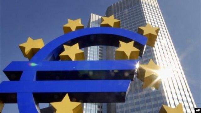 Perekonomian Zona Euro atau Eurozone yang beranggotakan 17 negara Eropa masih terus terpuruk (foto: dok).