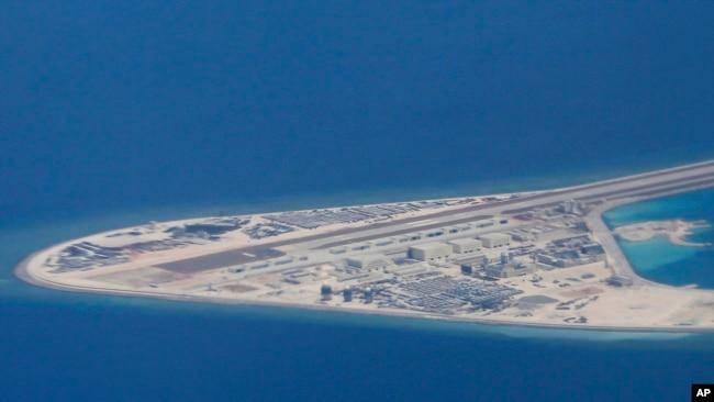Hoa Kỳ ước tính rằng Trung Quốc đã bồi đắp khoảng 1.300 hectare đất trên bảy thực thể ở Biển Đông trong vòng ba năm qua.