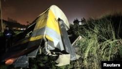 حادثے کا شکار ریل گاڑی کی ایک بوگی