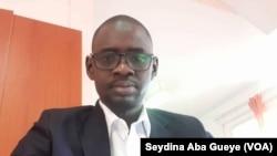 Abdou Diaw, journaliste économique au quotidien national le Soleil, le 16 mars 2020. (VOA/Seydina Aba Gueye)