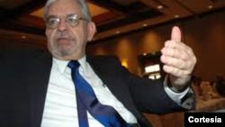 Gustavo Coronel dialoga sobre Venezuela y un embargo petrolero