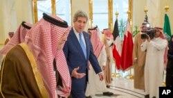 Джон Керри и Фейсал ибн Абдул-Азиз Аль Сауд.
