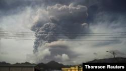 День перетворився на ніч - наслідки виверження вулкана на Карибах. Відео