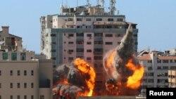 អគារ al-Jalaa ដែលជាអគារធ្វើការរបស់ទីភ្នាក់ងារព័ត៌មាន AP និង Al Jazeera បានបាក់ដោយសារការវាយប្រហារតាមអាកាសរបស់អ៊ីស្រាអែល ក្នុងតំបន់ Gaza ថ្ងៃទី១៥ ខែឧសភា ឆ្នាំ២០២១។