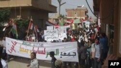 Những người biểu tình chống Tổng thống Syria Bashar al-Assad tuần hành qua các đường phố sau khi cầu nguyện hôm thứ Sáu ở Amude, 30/9/2011