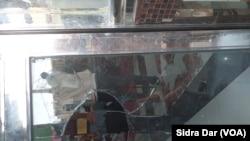مندر میں موجود مورتیوں اور دیواروں پر آویزاں تصاویر کو نقصان پہنچایا گیا