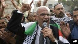 Juru runding utama Palestina Saeb Erekat (depan) dilaporkan mundur karena perundingan dengan Israel tidak bergerak sama sekali (foto: dok).