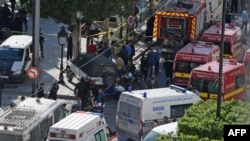 Cảnh sát và xe cứu hỏa tại hiện trường vụ đánh bom tự sát ở trung tâm thủ đô Tunis của Tunisia ngày 29/10/2018.