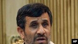 Mahmud Ahmedinedžad na polasku za New York