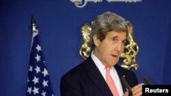 Le président Barack Obama prépare une série de mesures plus punitives au cas où la Russie ne cesserait pas de déstabiliser l'Ukraine, a dit John Kerry