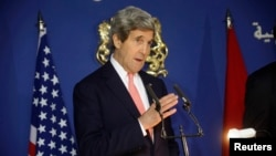 4일 모로코를 방문한 존 케리 미국 국무장관이 기자회견에서 미국의 중동 정책에 관해 설명하고 있다.