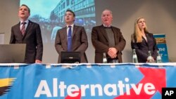 Para pemimpin partai sayap kanan Jerman yang anti-imigrasi, Alternative for Germany (AfD), dalam sebuah kampanye pilkada.