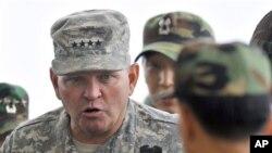 제임스 서먼 전 주한미군사령관. (자료사진)