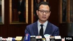 法律界立法會議員郭榮鏗宣佈,將於6月6日發起法律界黑衣遊行,反對《逃犯條例》修訂(攝影:美國之音 湯惠芸)